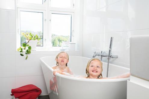 Värmepump fixar varmvatten till badkar i Stockholm